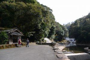 観音堂と轟の滝(鹿児島県肝属郡肝付町)