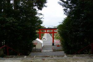 四十九所神社の前に真っ直ぐに続く流鏑馬宮之馬場