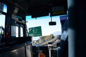 前方に桜島(東九州自動車道)