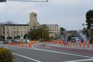 参拝客の車で渋滞する中村町交差点(国道23号)
