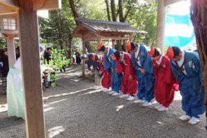 楠部町萬歳楽 代表、舞方、長老の修祓(櫲樟尾神社)