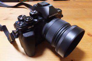 レンズ(SIGMA 19mm F2.8 EX DN)を装着したOLYMPUS OM-D E-M10 Mark II