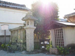 庚申祠(中小俣公民館)