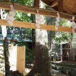 並社から見かけた須原大社の本殿の柱(伊勢市一之木)