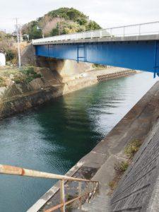 深谷橋脇から深谷水道へ