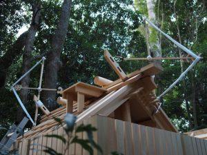 新社殿の屋根に鏑矢と雁股矢、小俣神社(豊受大神宮 摂社)