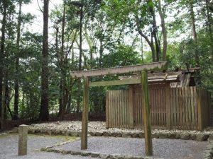 度会国御神社(皇大神宮 摂社)の奥には山田工作所の水中貯木場