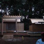 覆屋が取り外され大修繕を終えた殿舎と仮殿、蚊野神社(皇大神宮 摂社)