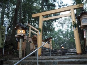 御造替中の足神さん(宇治神社)