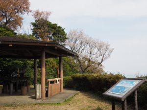 音成神社付近の東屋(音無山)