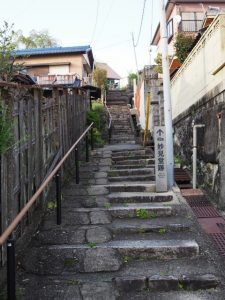 妙見堂跡への石階(伊勢市尾上町)