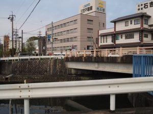 電車道が分岐していたらしい錦水橋(勢田川)付近