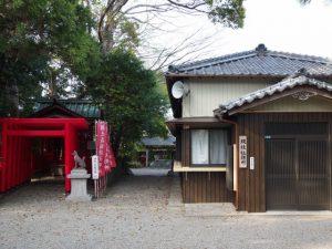 坂之森稲荷神社と坂社社務所(伊勢市八日市場町)