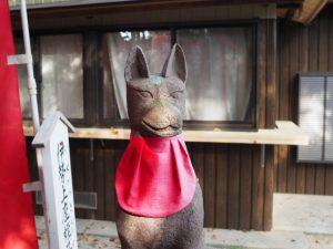 坂之森稲荷神社の狐と坂社社務所(伊勢市八日市場町)