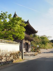 丹生山 神宮寺(丹生大師)の山門付近(多気町丹生)