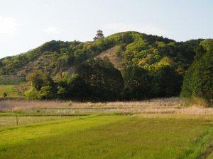 橘橋(五十鈴川派川)付近から望む伊勢安土桃山文化村の天主閣