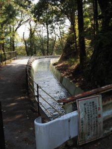 立梅用水との交差(片野交差点〜波多瀬)
