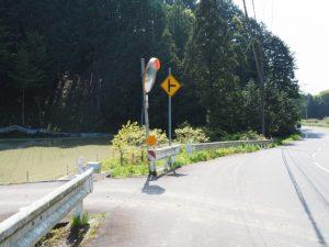 柳谷トンネル(立梅用水)への林道入口