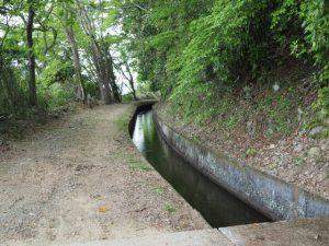 立梅用水、柳谷トンネル1入口方向