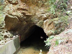 柳谷トンネル1入口(立梅用水)