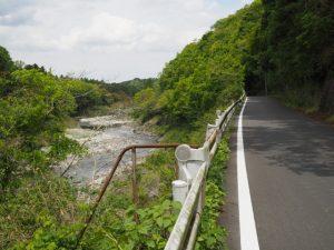 県道421号から望む櫛田川