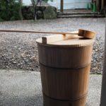 手水桶にはカラスの代わりに重い蓋!、須原大社(伊勢市一之木)