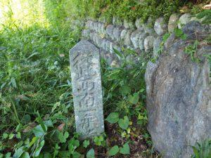 「従此西南一乗寺」の石標、飯野高宮神山神社付近(松阪市山添町)