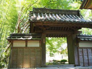 神山一乗寺、東坂の山門(松阪市中万町)