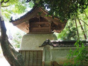 神山一乗寺へ、西坂の山門(松阪市中万町)