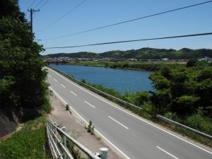 神山一乗寺の西坂から県道701号へ(松阪市中万町)