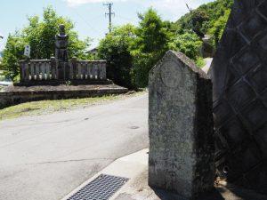 伊佐和神社を後にして経金塔付近(松阪市射和町)