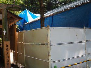工事用のシートが取り外されてスッキリとした修繕中の須原大社(伊勢市一之木)