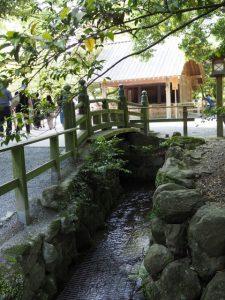 帰り道参道に架かる火除橋付近(内宮)