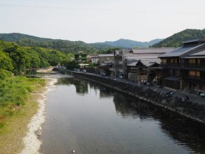 新橋から望む五十鈴川の上流方向