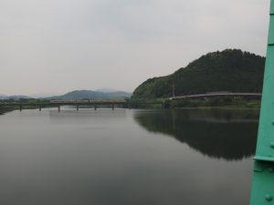 櫛田祓川統合頭首工から望む櫛田川の上流側