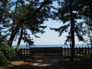 御塩殿神社から望む二見浦海岸