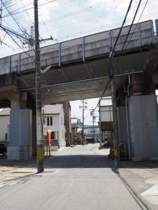 御塩道(近鉄山田線の高架下)