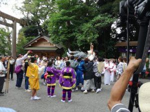 胴上げと締めの挨拶:伊雜宮 御田植祭