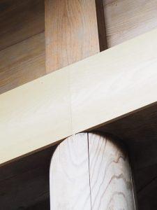 交換された拝殿正面の伏せ板は継ぎ合わせが絶妙、須原大社(伊勢市一之木)