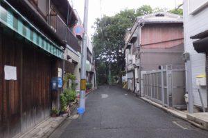 京都駅から方向から河原町通を歩いて市比賣神社の交差点を右折