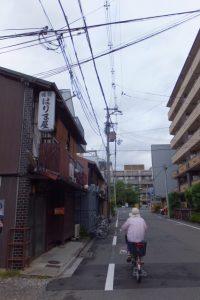 丸太町通りから京都教育文化センターへ