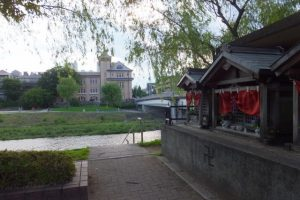 京阪電鉄 神宮丸太町駅入口付近