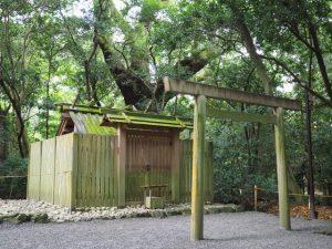 高河原神社の殿舎の屋根は・・・(豊受大神宮 摂社)