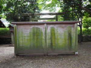 拝殿の前に立つ蕃塀、箕曲中松原神社(伊勢市岩渕)