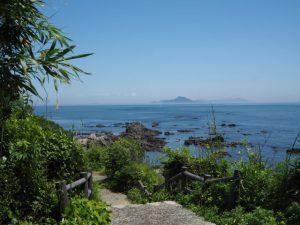 菅島灯台から菅谷浜へ