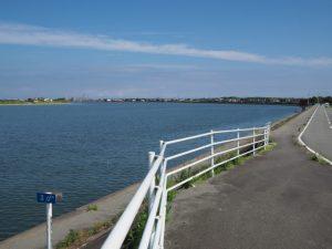 汐合大橋東詰から五十鈴川右岸を下流方向へ