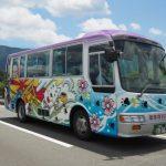 五十鈴川に架かる堀割橋を走るおかげバス