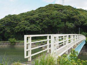 鏡宮神社から朝熊神社への歩道橋(朝熊川)