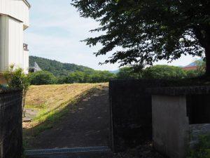 五十鈴川の河川敷(側川原)からの小道