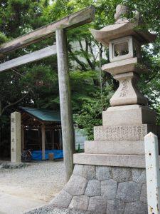 須原大社の常夜燈(伊勢市一之木)